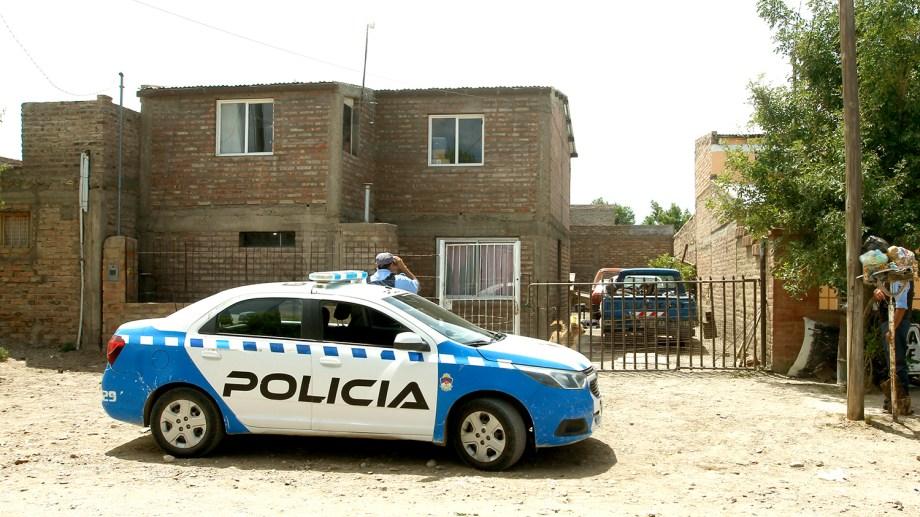 Ocurrió en la esquina de San Lorenzo y Río Negro, la policía custodia la vivienda de la víctima. (Foto: Gentileza)