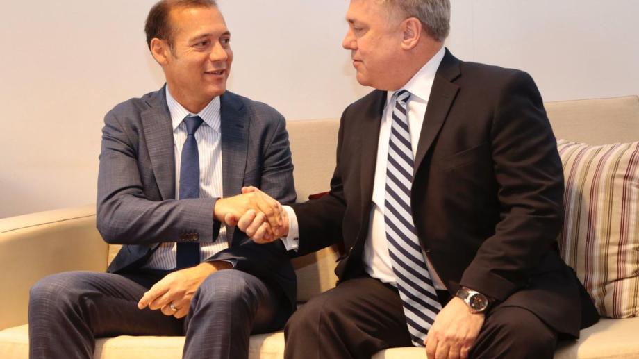 El presidente de Chevron para África y América Latina, Clay Neff, llegó hoy a la mañana a Neuquén.