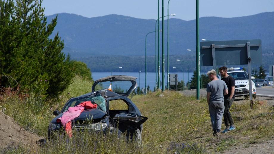 La mujer conducía un Fiat Palio que sufrió serios destrozos del lado del conductor. Foto: Marcelo Martinez