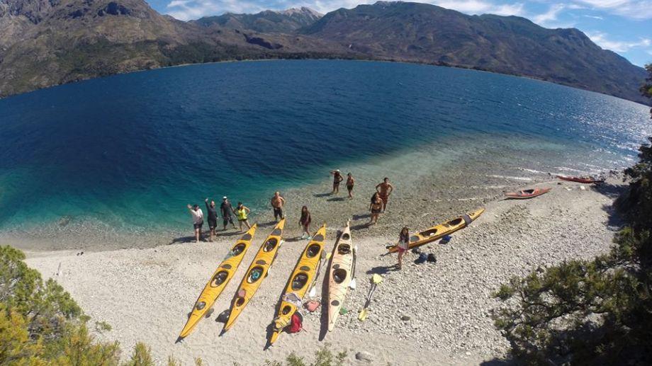 Un día de aventuras en el lago Epuyén, al norte de Chubut. Fotos de Puerto Patriada Kayak.