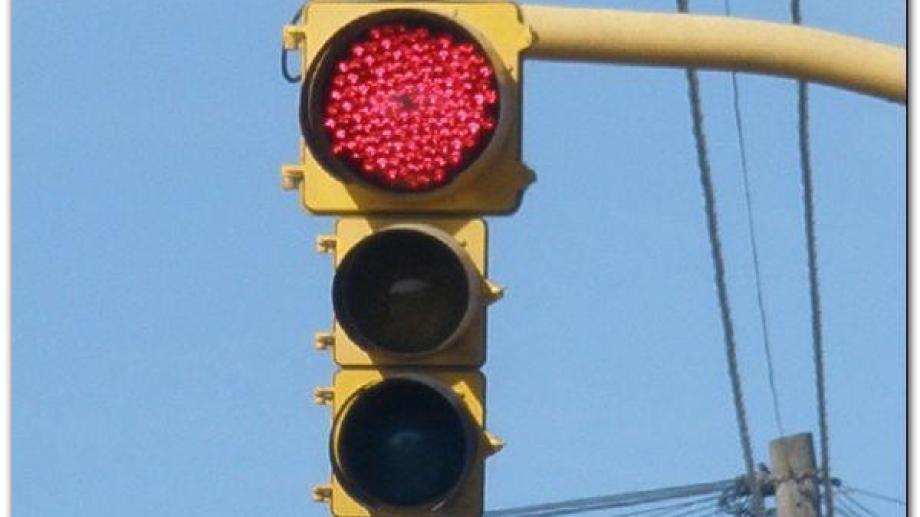 Las cámaras para realizar las fotomultas estarán instaladas en los semáforos. Archivo