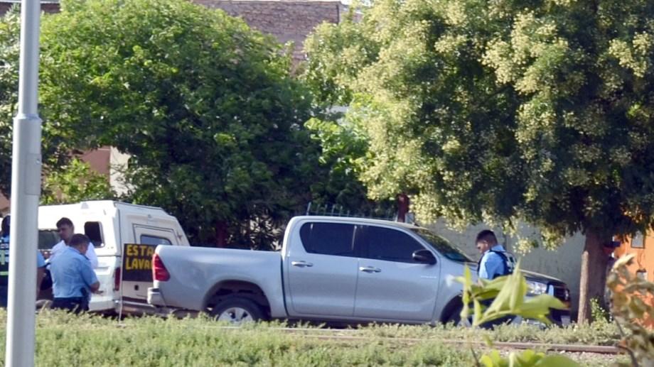 Cuando se produjo el operativo, la camioneta estaba estacionada cruzada en 12 de Setiembre y Asmar. Foto Yamil Regules