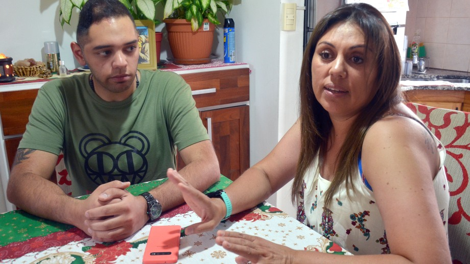 Vanesa Speranza y su familia, luchan a diario contra las secuelas de su hijo Lautaro. (Foto: Yamil Regules.-)
