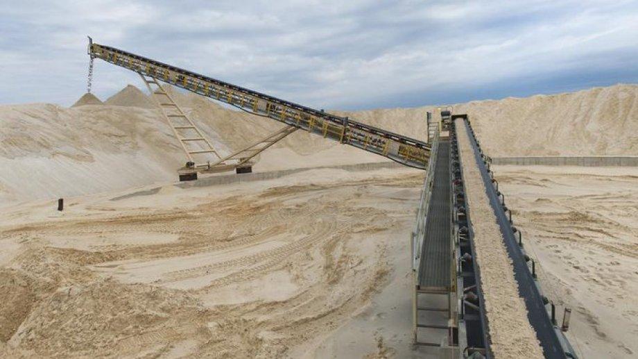 La mayor parte de las arenas que utiliza Vaca Muerta provienen de Entre Ríos y Chubut y necesitan un proceso de filtrado y secado que encarece su valor.