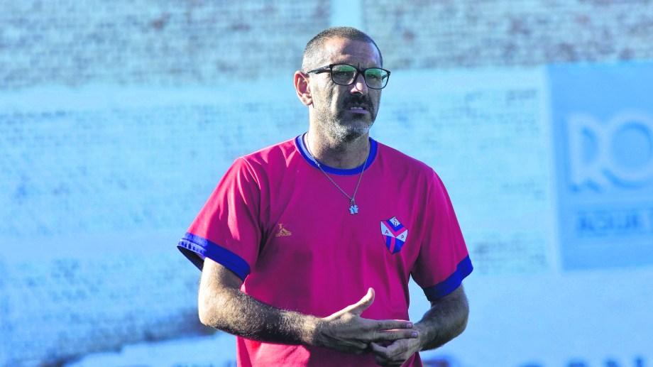 El técnico de Unión cuenta con dos jugadores por puesto, tal como le había pedido a la dirigencia.