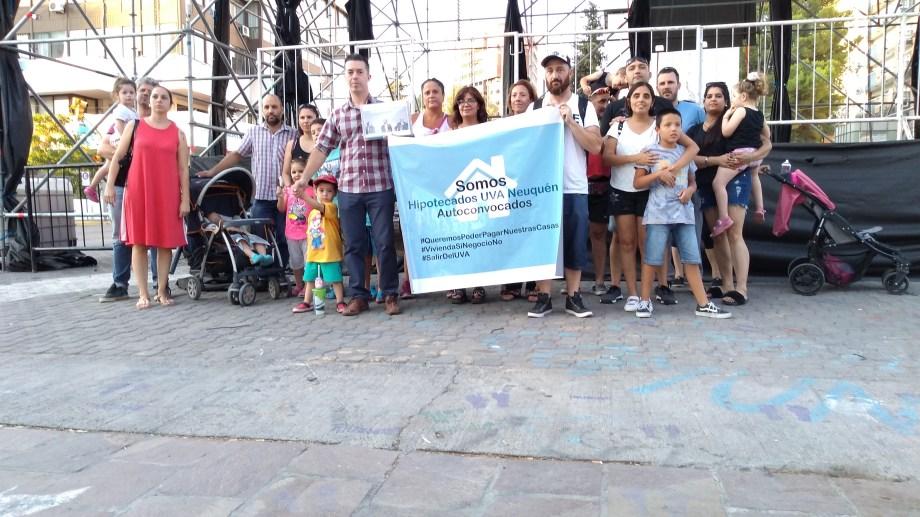 Los autoconvocados se juntaron en el monumento al General San Martín. Foto: Gentileza