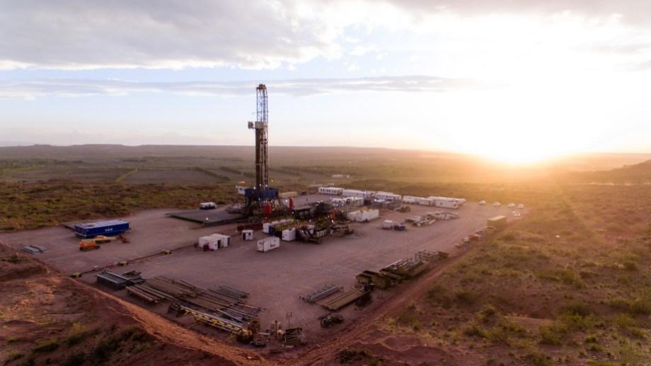 Vista Oil&Gas reabrió buena parte de sus pozos en Vaca Muerta y ExxonMobil reactivó un equipo de perforación.