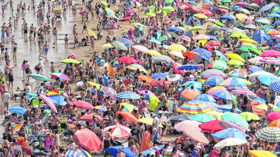 Las playas de Las Grutas colmadas este enero, con un promedio de estadía de 3 días.