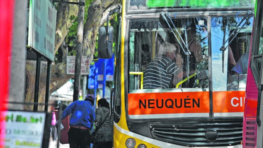 Nación enviará 24 millones para cubrir parte de los costos del servicio en Neuquén, donde se aceptó congelar las tarifas durante el primer cuatrimestre del año.