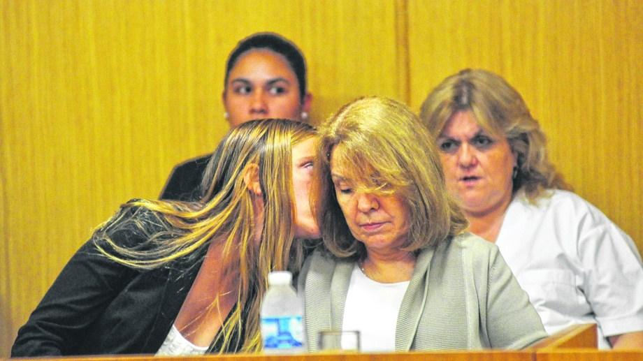 María Emilia acompañó a su madre en el juicio y ahora será garante, junto a su marido y a una tía segunda, del proceso domiciliario.