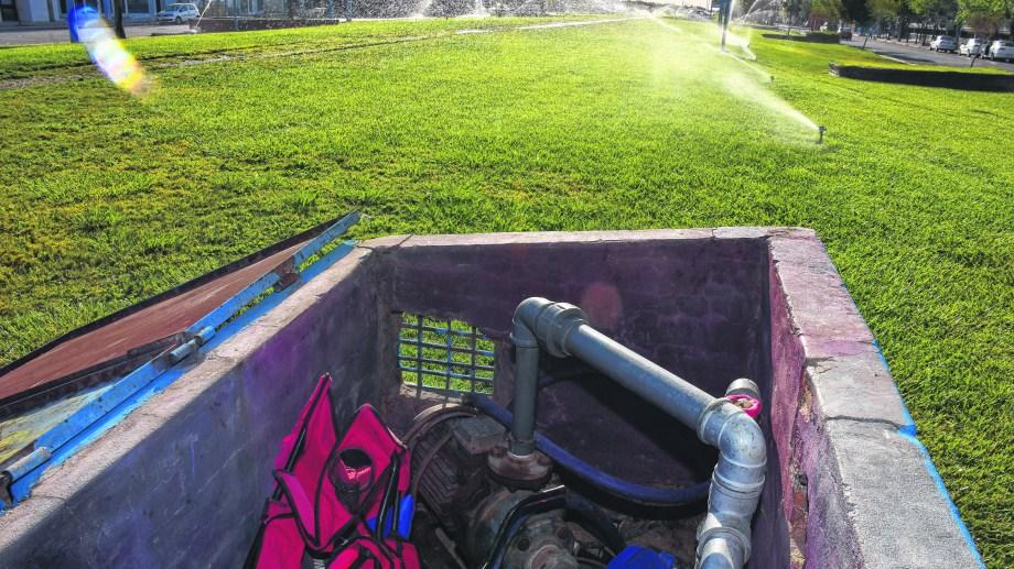 Los sistemas de riego de las plazas  son otro objetivo de los ladrones.  Foto Andrés Maripe.