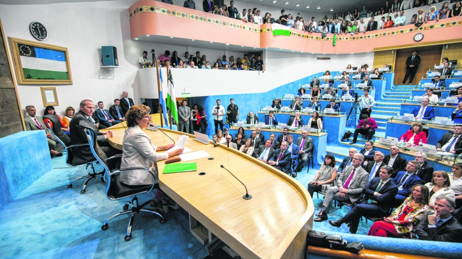 Las máximas autoridades de la provincia, durante la asunción de Carreras y Palmieri. Foto archivo.