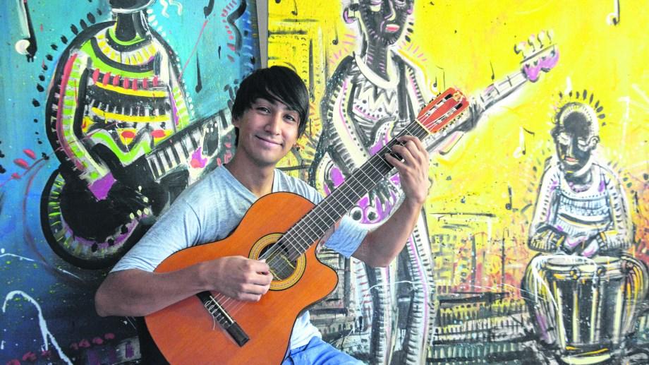 Jonathan Ceballes se encarga de dirigir a los músicos de la delegación.