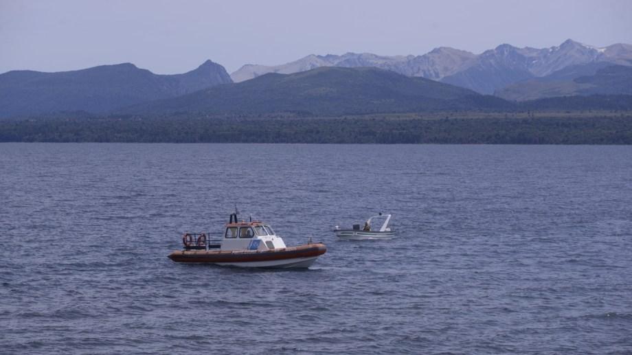Personal de la delegación Bariloche de Prefectura Naval hizo este domingo el procedimiento en el lago Nahuel Huapi. (Foto de Archivo de Marcelo Martínez)