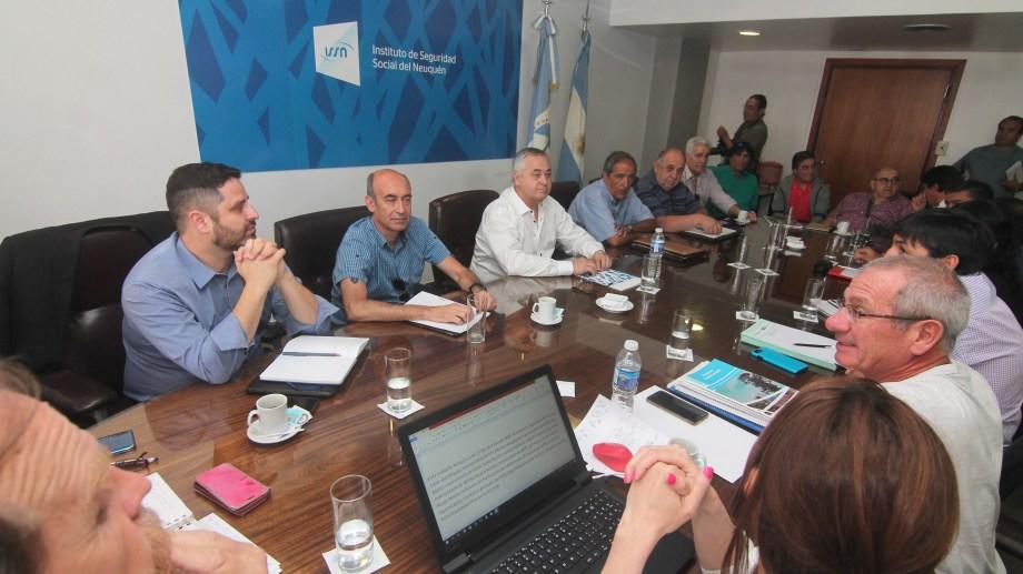 El encuentro se convocó en el cuarto piso de la sede central. Foto: Oscar Livera