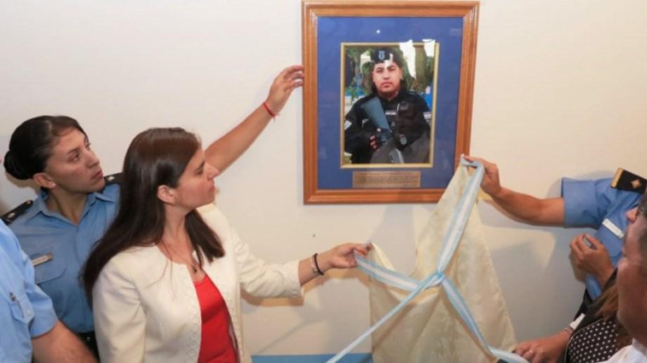Una imagen del cabo asesinado se descubrió en la sede policial en la que trabajaba Nahuelcar. Foto Neuquén Informa