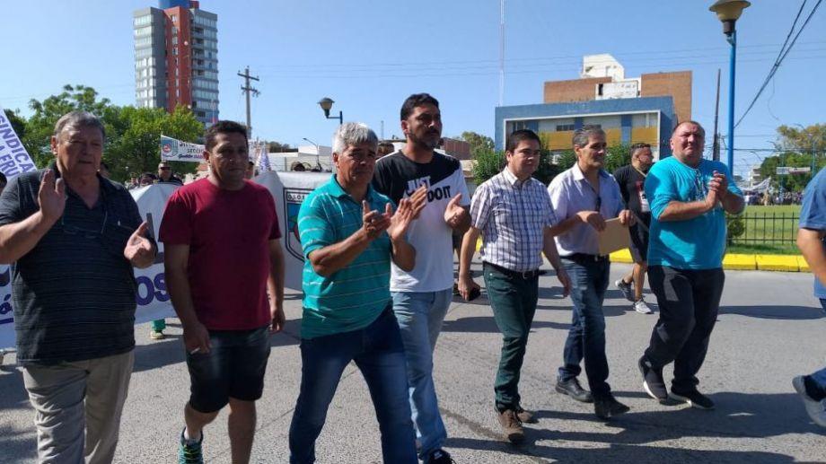 El sindicato se movilizó hoy por el centro de Roca. Foto: Emiliana Cantera.-