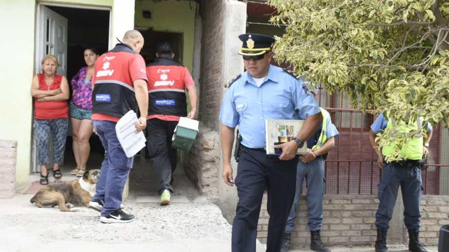 Personal del SIEN trasladó al herido al hospital Castro Rendón y atendió a la mujer lesionada. (Juan Thomes).-