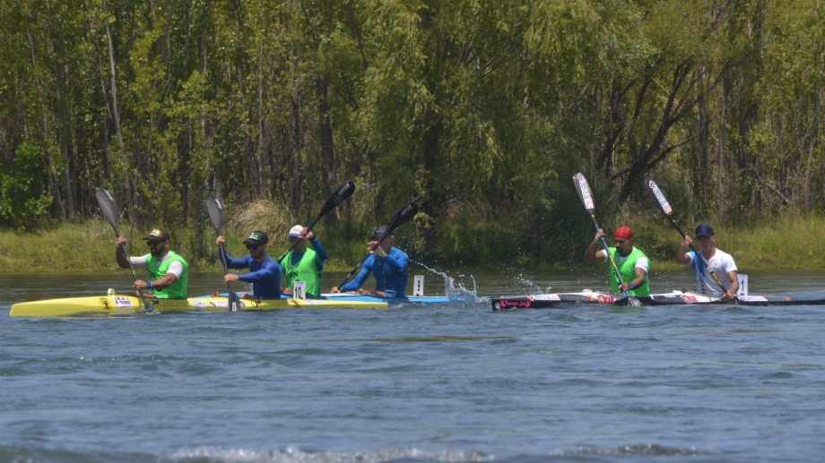 Con el bote N° 10, así lideraban Figueroa y Argañaraz durante el tramo Senillosa - Neuquén | Foto: Yamil Regules.