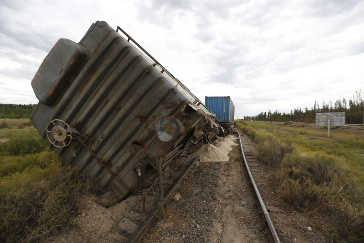 Una formación de tren descarriló este domingo en Godoy
