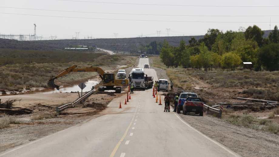 Los trabajos de reparación de la Ruta 237 comenzaron esta mañana. (Juan José Thomes).-