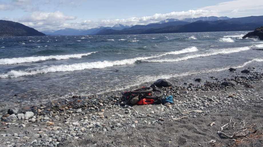 El turista inglés que navegaba en kayak por el Nahuel Huapi, partió desde Isla Victoria a Península San Pedro en un día de fuertes vientos.