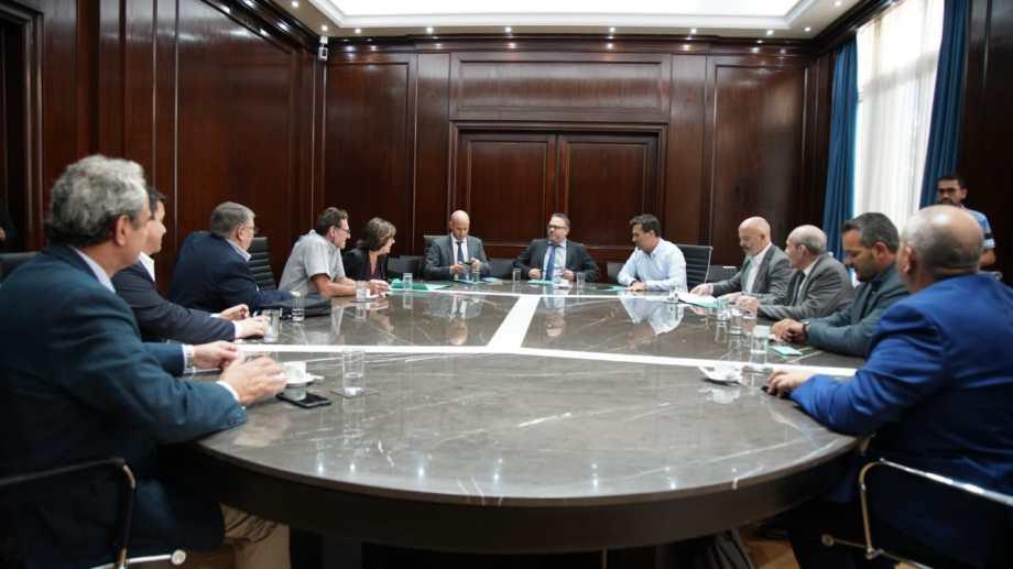 El ministro escuchó las inquietudes  de los empresarios.  Foto: GentilezaGentileza