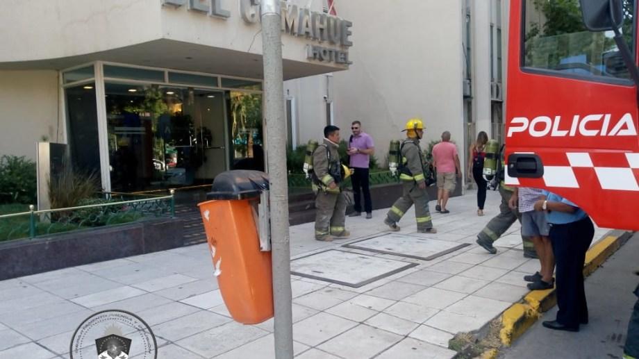 Esta mañana hubo un incendio en piso 15 del hotel Comahue. (Gentileza).-