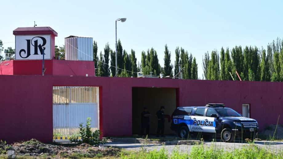 El allanamiento se produjo en el motel ubicado en la zona de J. J. Gómez. (Foto: Andrés Maripe)