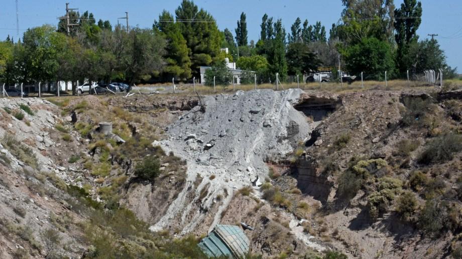 Se cementaron 10 mil metros cuadrados sobre la barda en Neuquén. Foto: Florencia Salto.