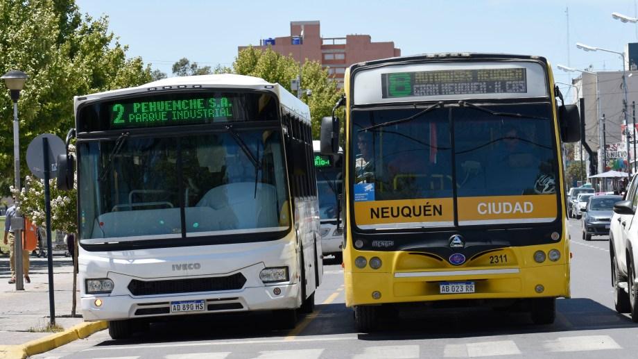 El transporte urbano mantendrá todas las paradas sobre Mitre y Sarmiento. Sólo cambian las de Avenida Argentina entre Belgrano y San Martín (Archivo)