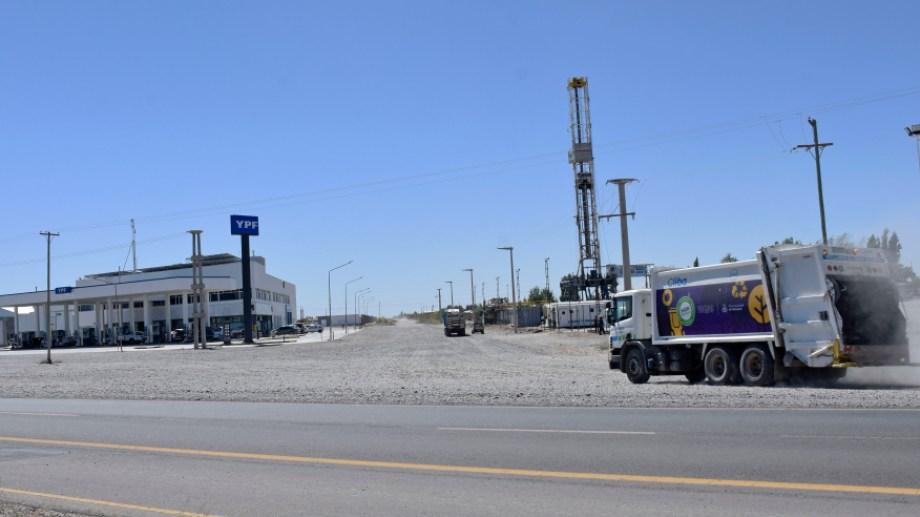 La Autovía Norte es una arteria central para la industria hidrocarburífera y los parques de servicio del sector. Foto: Florencia Salto.