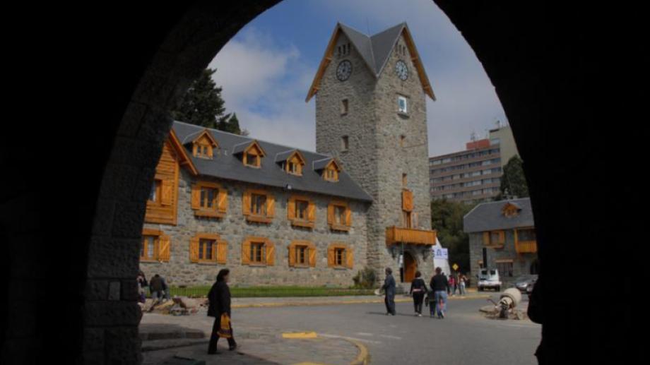 El gobierno municipal de Bariloche apeló al giro en descubierto en septiembre y octubre y debió pagar intereses. Archivo