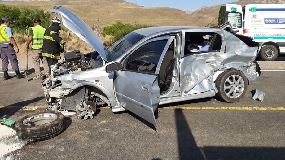 La violenta colisión ocurrió a unos 40 kilómetros de Bariloche. (Foto: Gentileza)