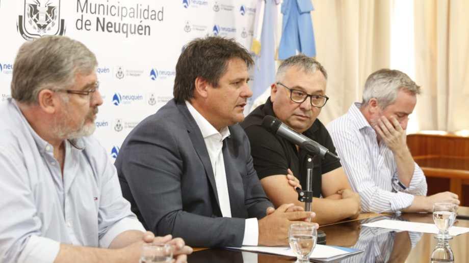 El primer aporte del ejecutivo  para cubrir  lo que  se retenía a los trabajadores es de 12 millones de pesos. Foto. Juan Thomes