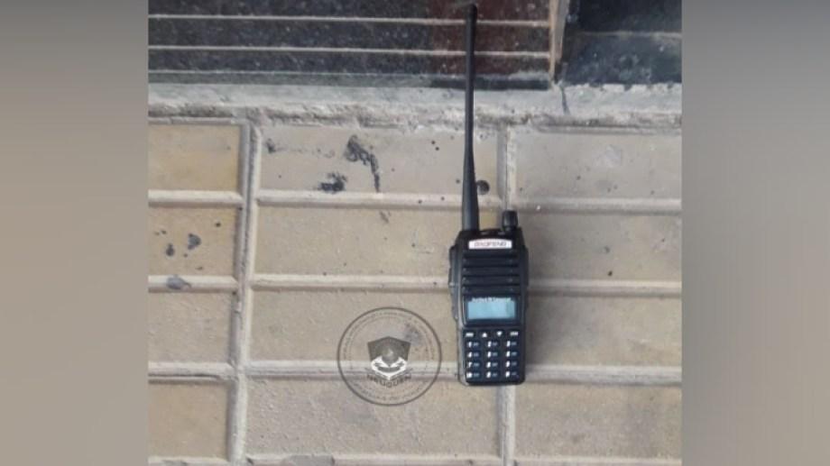 El equipo de radiofrecuencia se usa para inhibir las alarmas de los autos. (Foto: Gentileza Prensa Policía.-)