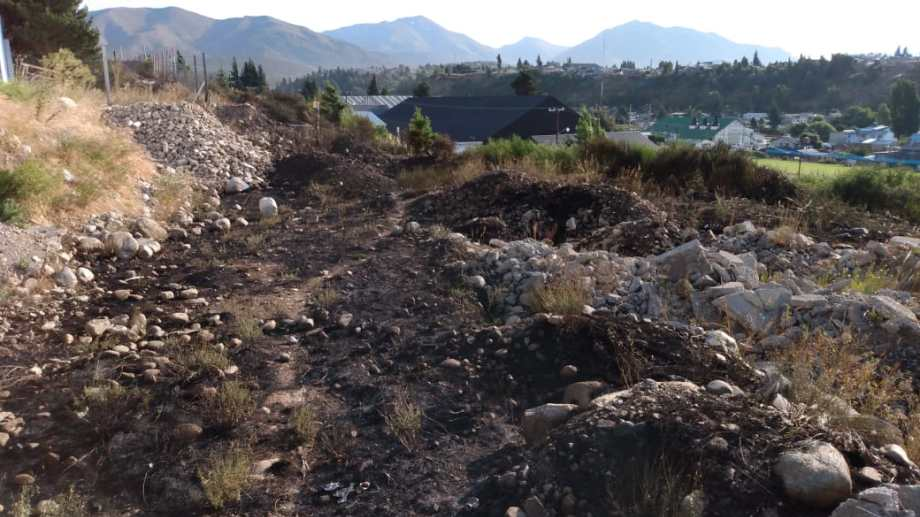 El incendio en la calle Santiago de Chile causó preocupación porque hay viviendas en las inmediaciones. (Foto: Gentileza)