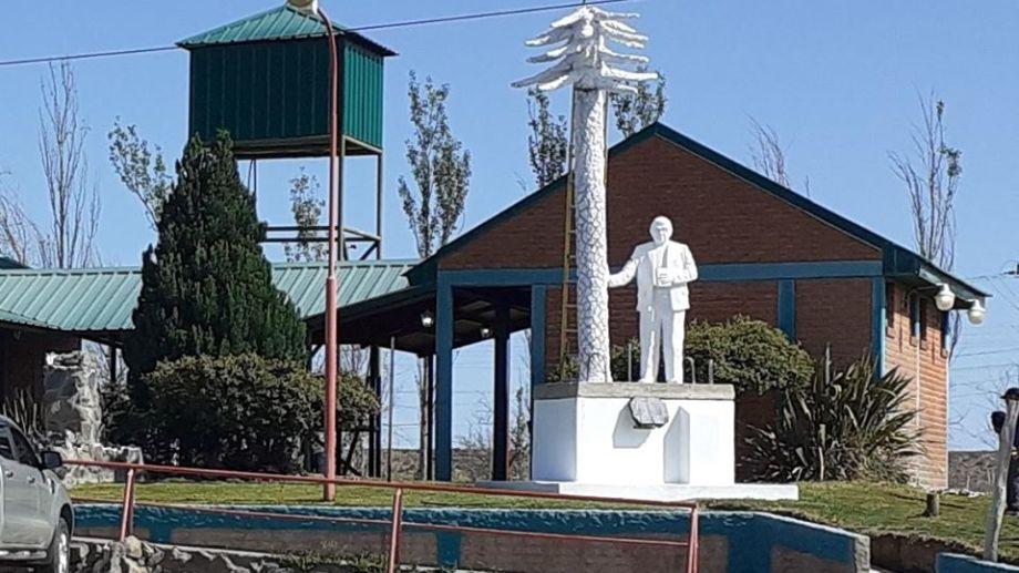 La estatua del primer obispo de Neuquén estará a la vera de la ruta 22. Foto: gentileza