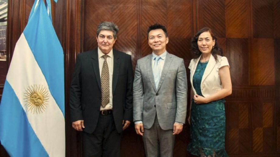 El titular de Energía recibió a los representantes de la embajada China.