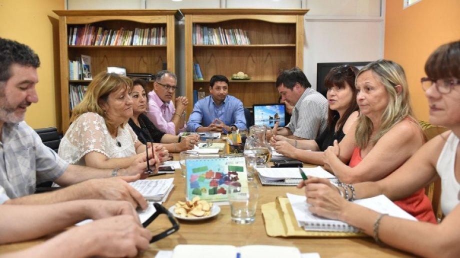En diciembre, Unter se encontró con la ministra de Educación, Mercedes Jara Tracchia. Foto: archivo.-
