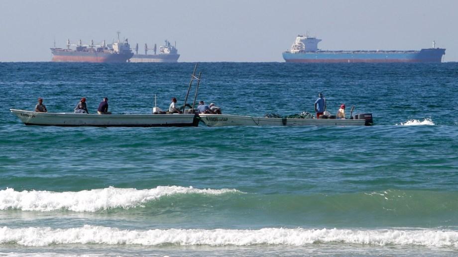 Por el estrecho de Ormuz circula el 30% del crudo mundial. (AP Photo/Kamran Jebreili)