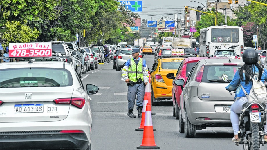 Los inspectores solicitan a los automovilistas licencia de conducir, seguro obligatorio y tarjeta verde del rodado.