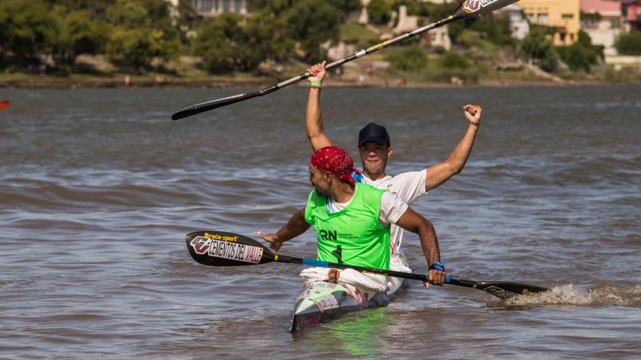 Padre e hijo se quedaron con la 44° Regata del Río Negro. Foto: Marcelo Ochoa