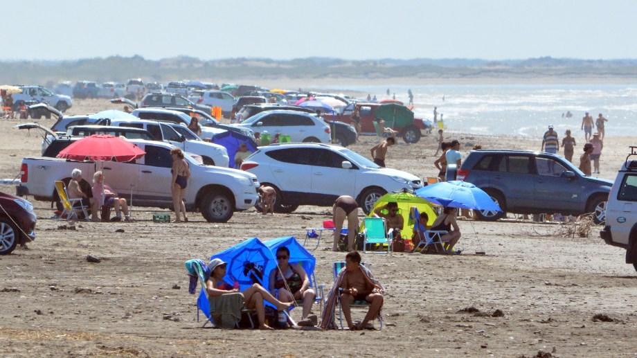Verano 2020 en las tranquilas playas de El Cóndor.  Foto: Marcelo Ochoa