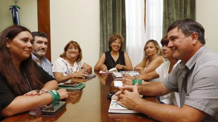 Carreras y Jara Tracchia junto a la conducción de Unter. Foto: Marcelo Ochoa.-