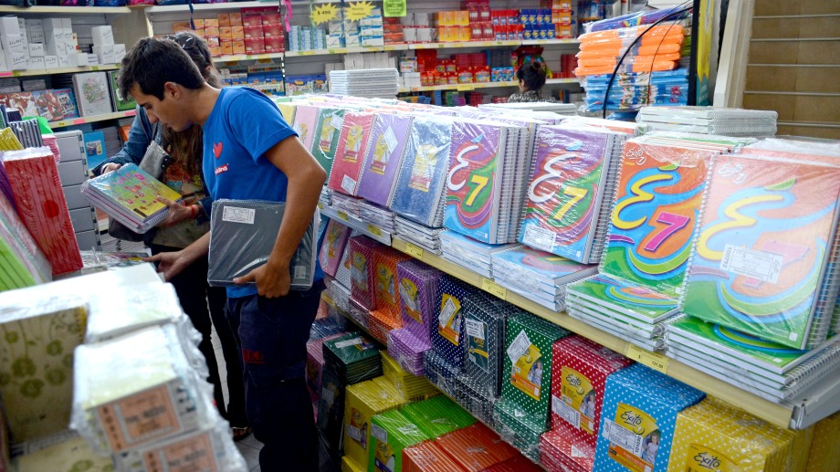 La compra de útiles escolares  e indumentaria será un 40 por ciento más caro en Neuquén.  Foto: Archivo Mauro Pérez