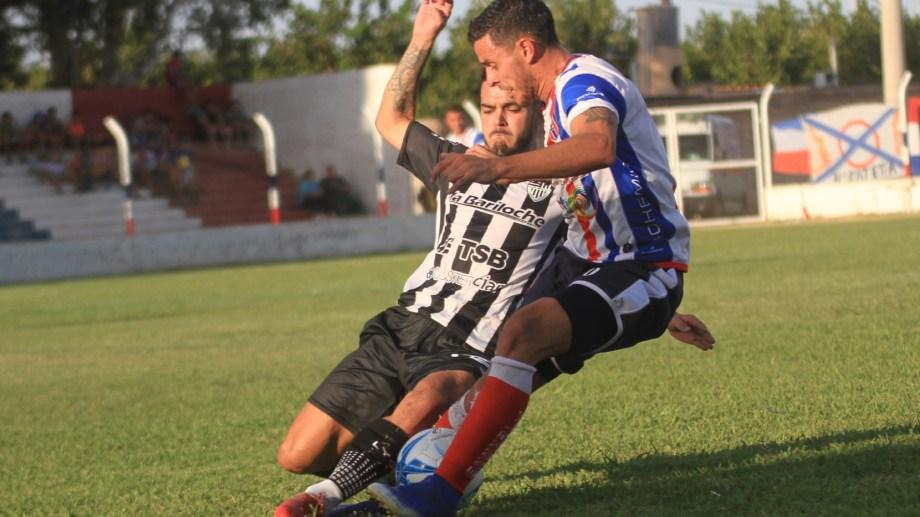 El partido en Chimbas fue un deja-vu del que jugaron en Cipo. Otra vez 2 a 2, con dos penales para Peñarol y uno atajado por Crespo. (Foto: Gentileza Diario de Cuyo)
