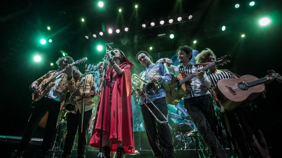"""""""La fortaleza"""" se apoya sobre melodías pop alternativas con aportes del rock y el género canción."""