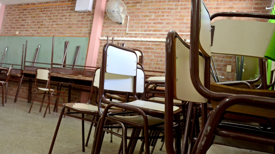 Las escuelas se preparan para recibir a los alumnos el lunes. Foto Mauro Pérez
