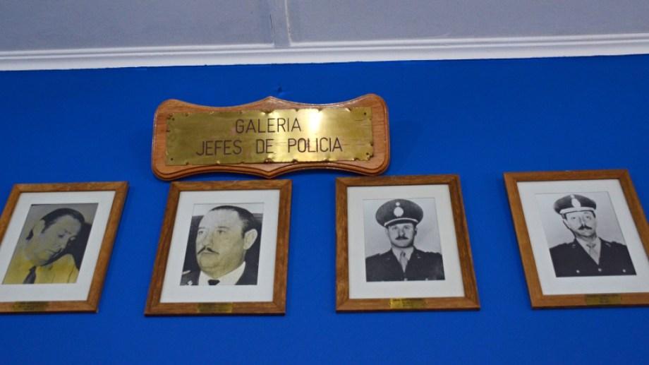 Es el último de la derecha. Fue interventor de la policía durante la última dictadura cívico-militar. Foto Mauro Pérez.